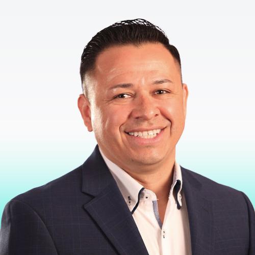 Headshot Carlos Cano