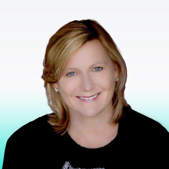 Headshot Sydney Carey